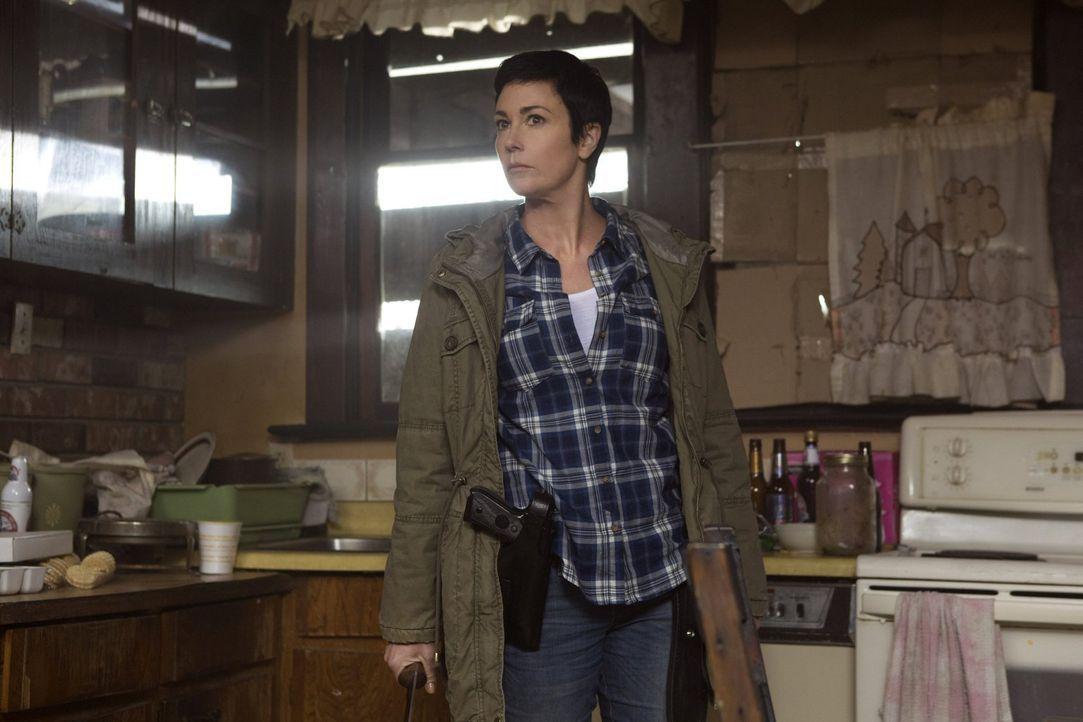 Ein verängstigtes Mädchen kommt bei Sheriff Mills (Kim Rhodes) aufs Revier und verbirgt eine ungewöhnliche Lebensgeschichte ... - Bildquelle: 2013 Warner Brothers