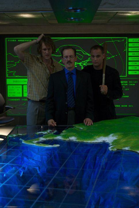 """Alles läuft nach Plan für das korrupte Wissenschaftler-Trio der insolventen """"Camtrell Corporation"""": (v.l.n.r.) Stanley Schiff (Christopher Heyerda... - Bildquelle: 2006 RHI Entertainment Distribution, LLC"""