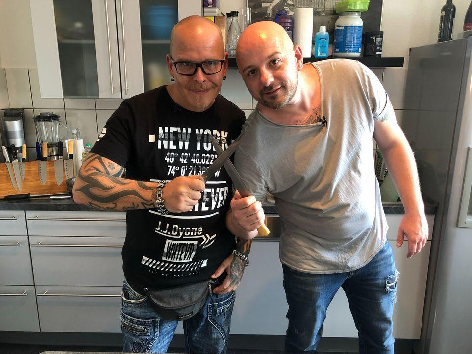 Stellen sich der Koch-Herausforderung: Björn und Frederik ... - Bildquelle: kabel eins