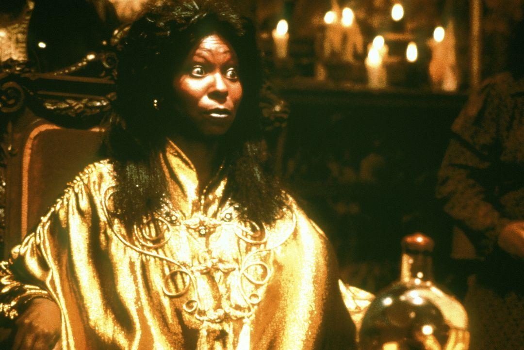 Das obskure Medium Oda Mae Brown (Whoopi Goldberg) stellt erschreckt fest, dass sie wirklich mit einem Geist kommunizieren kann ... - Bildquelle: Paramount Pictures