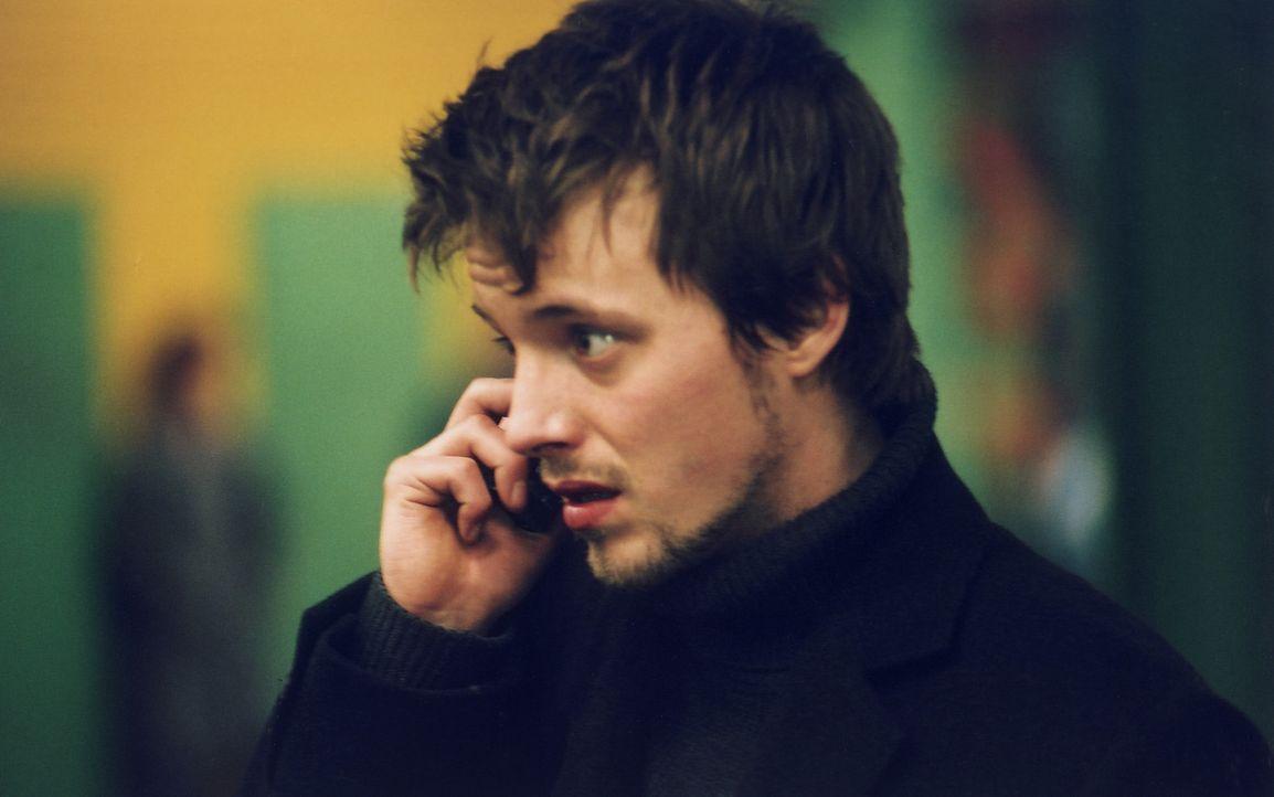 Schon bald befindet sich Chris (Arne Lenk) in einer echten Klemme. Karriere oder Liebe ... - Bildquelle: Volker Roloff ProSieben