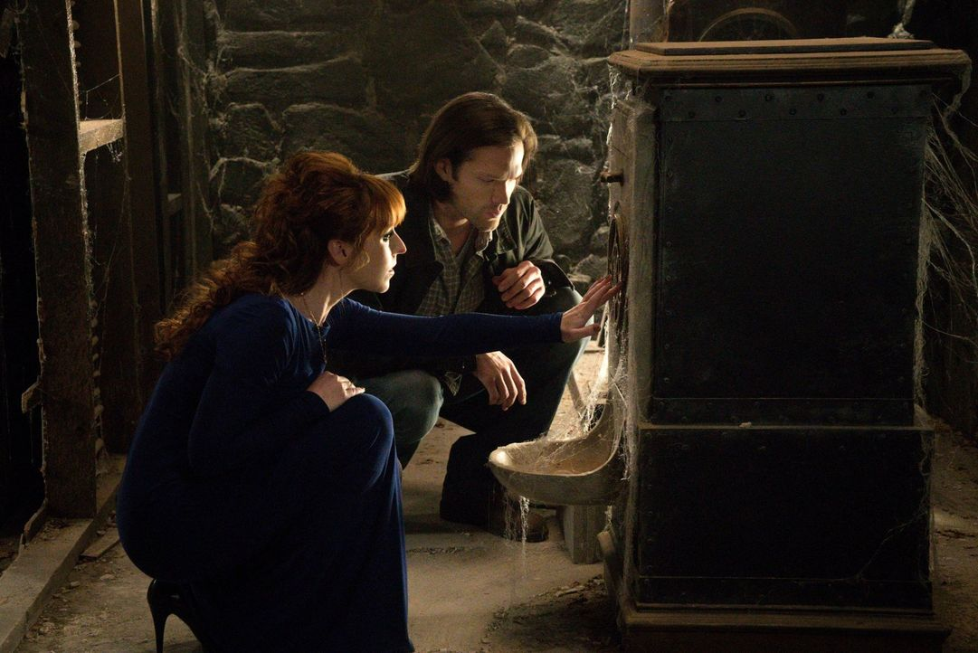 Lässt sich Sam (Jared Padalecki, r.) wirklich auf Rowenas (Ruth Connell, l.) Bedingungen ein und liefert ihr unwissentlich genau das, wonach sie die... - Bildquelle: 2016 Warner Brothers