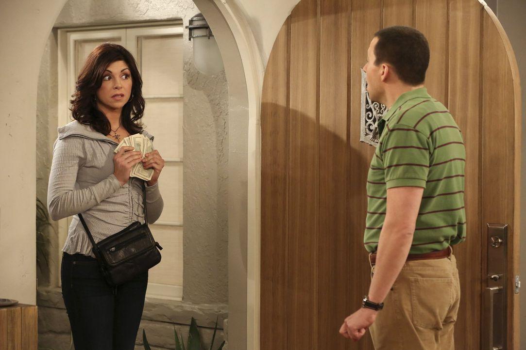Schon wieder steht eine sexhungrige Hausfrau vor der Tür und Alan (Jon Cryer, r.) ist hoch erfreut. Doch ist Angie (Amy Pietz, l.) wirklich die, die... - Bildquelle: Warner Brothers Entertainment Inc.