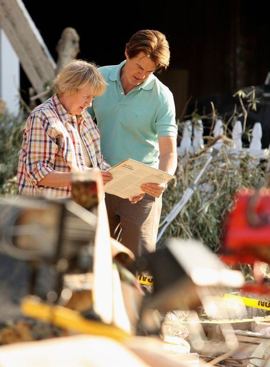 Hoffen, etwas Brauchbares in den Trümmern zu finden: McCluskeys (Kathryn Joosten, l.) und Orson (Klye MacLachlan, r.) ... - Bildquelle: ABC Studios