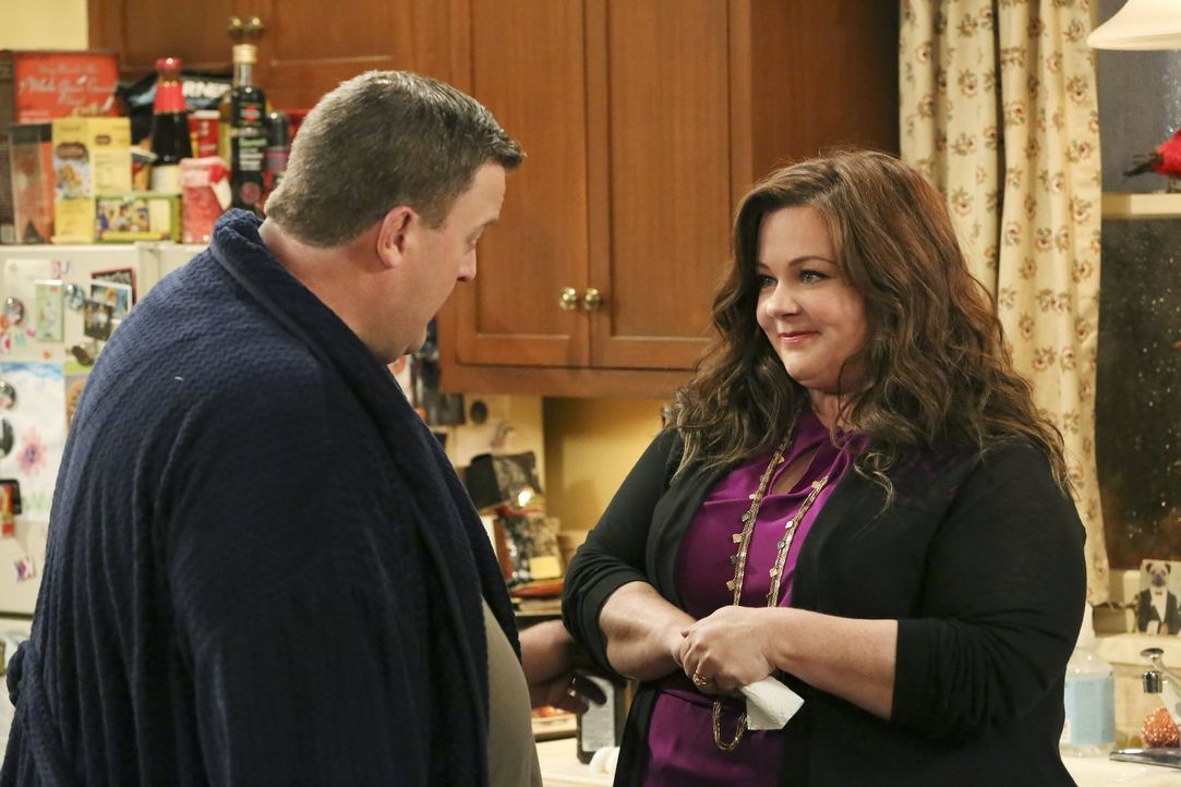 Molly (Melissa McCarthy, r.) beschließt, dass es an der Zeit ist, Veränderungen geschehen zu lassen. Doch wie wird Mike (Billy Gardell, l.) darauf r... - Bildquelle: Warner Brothers