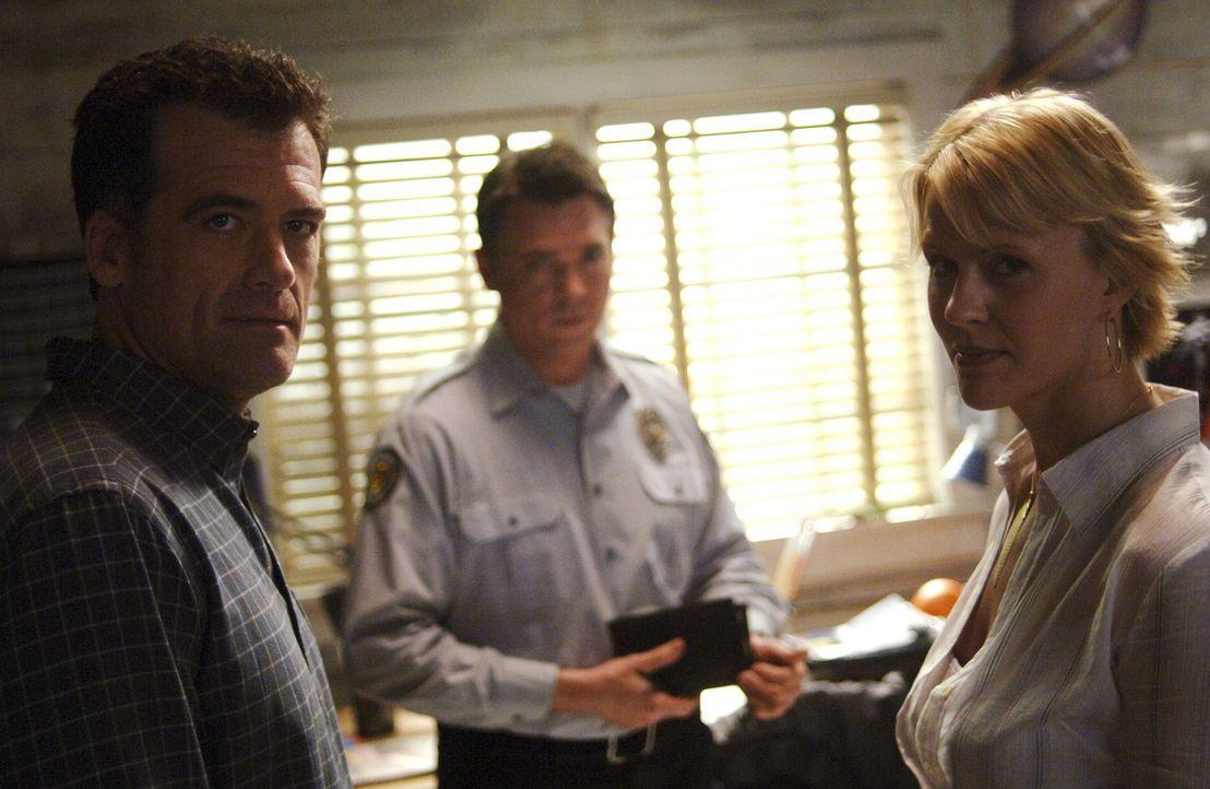 Nicole(Marguerite MacIntyre, r.) und Stephen (Bruce Thomas, l.) geraten in einen Konflikt mit Tom Foss (Nicholas Lea, M.) ... - Bildquelle: TOUCHSTONE TELEVISION