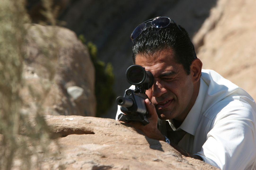 Auf der Jagd nach den Entführer von James Costin: Cruz (Carlos Gomez) ... - Bildquelle: Warner Bros. Entertainment Inc.