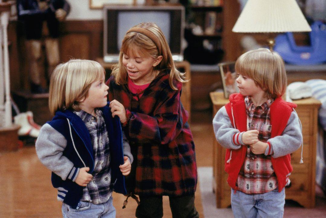 Michelle (Mary-Kate/Ashley Olsen, M.) ist schon ganz aufgeregt, denn endlich darf sie ihren Vettern Nick und Alexander (Blake/Dylan Tuomy-Wilhoit, l... - Bildquelle: Warner Brothers Inc.