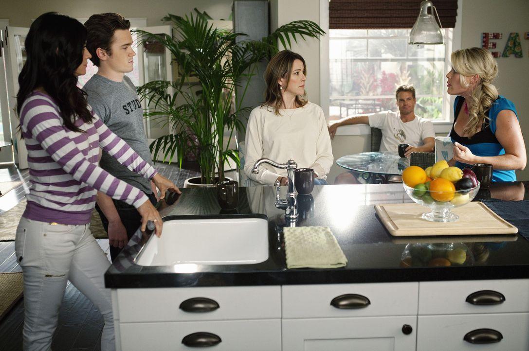 Haben meistens viel Spaß miteinander: Jules (Courteney Cox, l.), Ellie (Christa Miller, M.), Laurie (Busy Philipps, r.), Travis (Dan Byrd, 2.v.l.),... - Bildquelle: 2010 ABC INC.