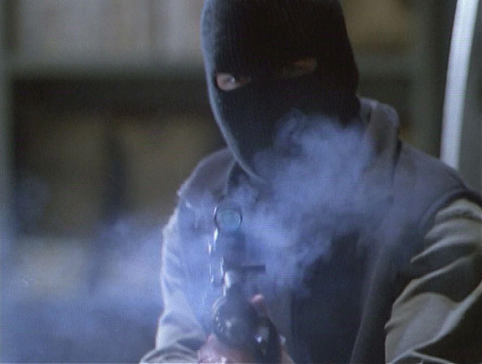 Mit brutaler Gewalt dringen Gangster in eine Bank ein. Dabei machen sie sich die magischen Kräfte eines kleinen Jungen zunutze ... - Bildquelle: Paramount Pictures