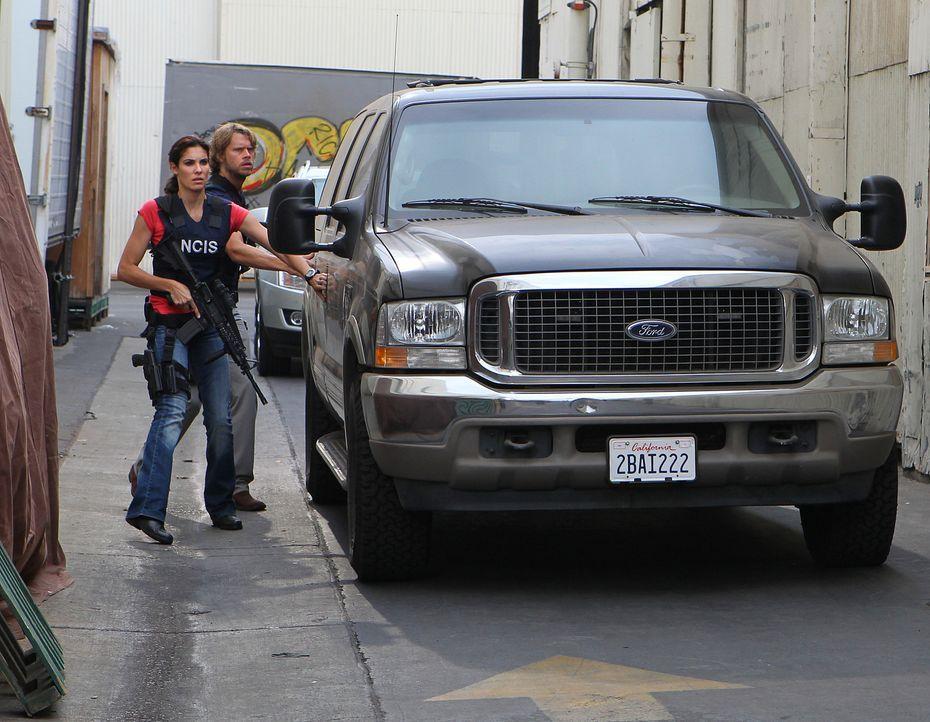 Marty (Eric Christian Olsen, r.) und Kensi (Daniela Ruah, l.) ermitteln in einem neuen Fall ... - Bildquelle: CBS Studios Inc. All Rights Reserved.