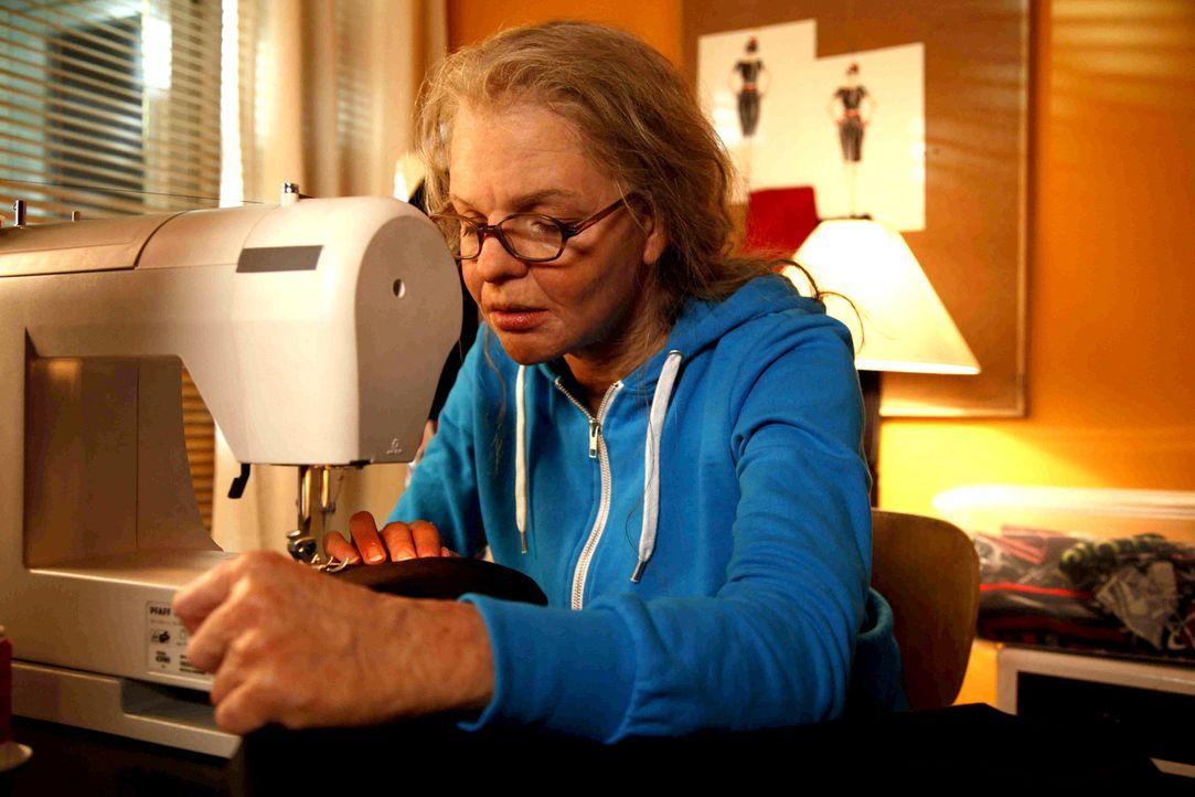 Hat nur eine einzige Chance, ihren Chef von ihren Designerqualitäten zu überzeugen: Aber Mel (Yvonne Catterfeld) ist über Nacht von einer jungen... - Bildquelle: SAT.1