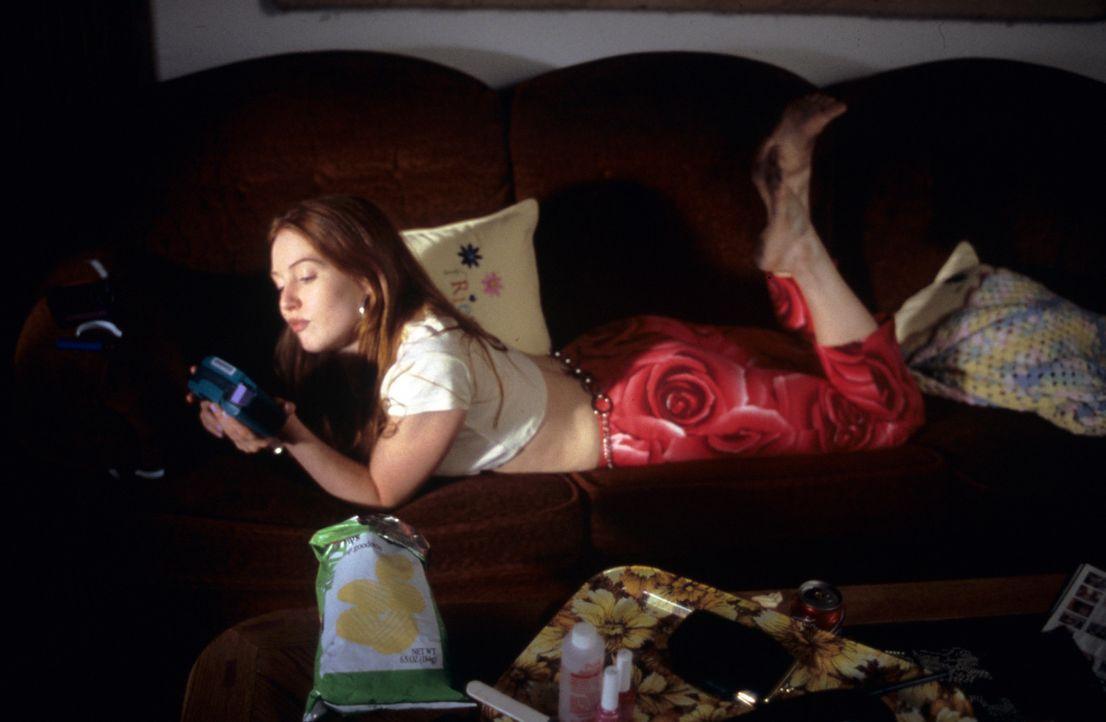 Tochter Barbie (Alicia Witt) ist ein intrigantes Miststück mit leichtem Herzfehler, das sich für nichts wirklich interessiert. Da macht sie einen... - Bildquelle: Tomorrow Film