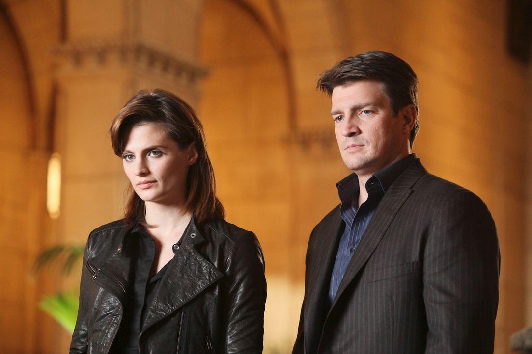 Verfolgen Richard Castle (Nathan Fillion, r.) und Kate Beckett (Stana Katic, l.) wirklich die richtige Spur, oder sind sie auf dem Holzweg? - Bildquelle: ABC Studios