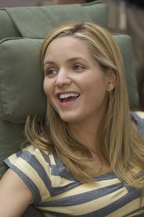 Ihre Freunde sind immer wieder für eine Überraschung gut: P.J. (Jordana Spiro) - Bildquelle: Sony Pictures Television Inc. All Rights Reserved.