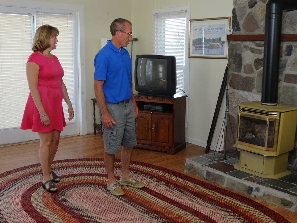 Das Wohnzimmer in Le Rays's Retreat sagt Dorena (l.) und Mark (r.) vor allem durch seine offene Gestaltung zu. Wird Ihnen auch der Rest des Hauses g... - Bildquelle: 2015,HGTV/Scripps Networks, LLC. All Rights Reserved