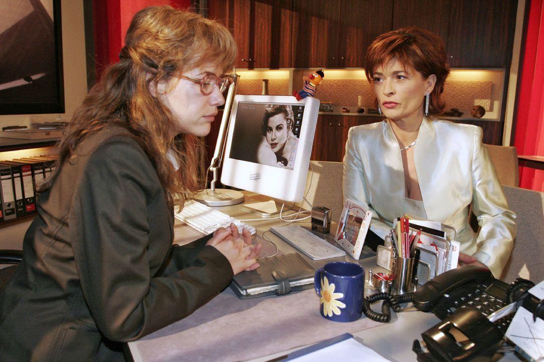 Lisa (Alexandra Neldel, l.) kann gegenüber Sophie (Gabrielle Scharnitzky, r.) nicht verhehlen, dass sie von Richards Beteiligung an der Entführung ü... - Bildquelle: Noreen Flynn Sat.1