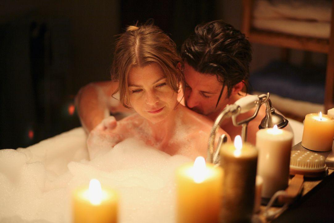Meredith (Ellen Pompeo, l.) und Derek (Patrick Dempsey, r.) versuchen, ihre neu aufgenommene  Beziehung langsam angehen zu lassen – und es scheint z... - Bildquelle: Touchstone Television