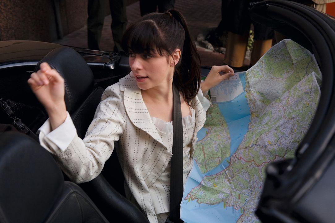 Die junge Verlagsangestellte Julia Stevens (Nora Tschirner) bekommt ihre letzte Chance: Sie muss den Mafia Autoren Enrico Puzzo mit seinem neuesten... - Bildquelle: Warner Brothers
