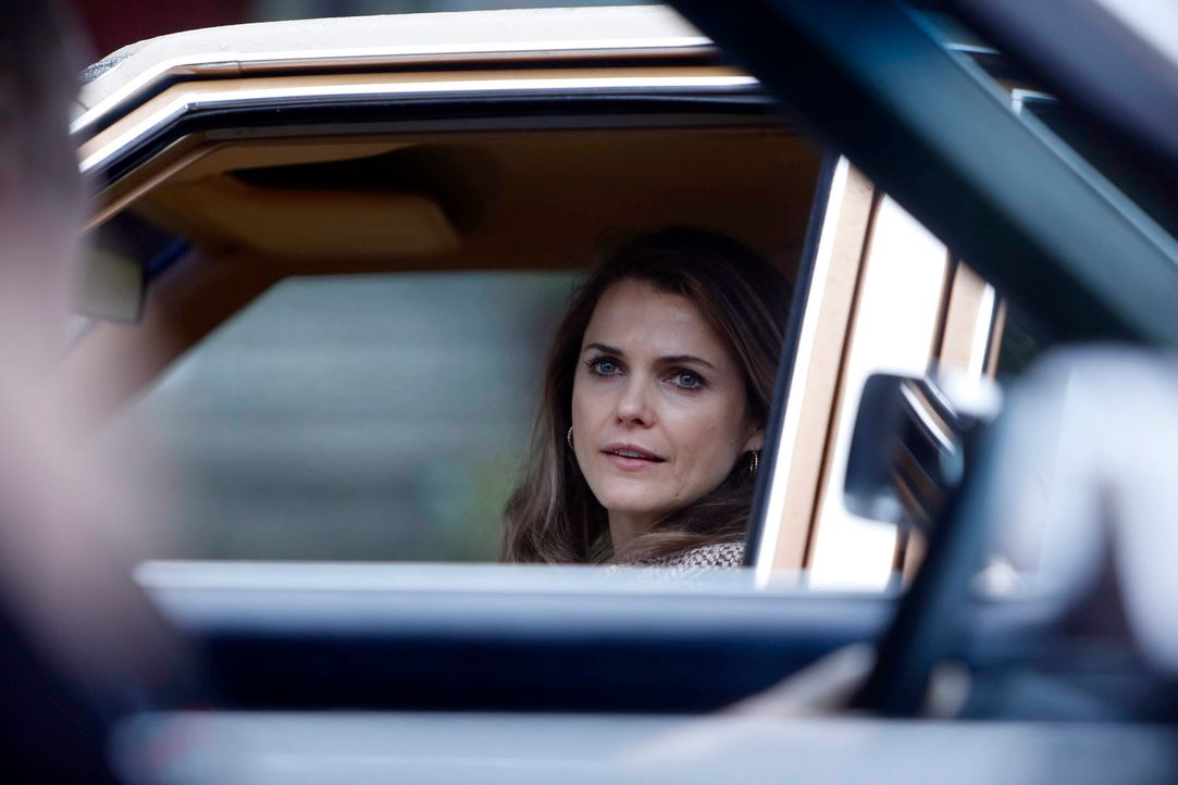 Ganz schnell muss Elizabeth (Keri Russell) den Code des neuen Verschlüsselungssystems für die FBI- Funkgeräte knacken, weil ein wichtiger Informant... - Bildquelle: Motion Picture   2013 Twentieth Century Fox Film Corporation and Bluebush Productions, LLC. All rights reserved.