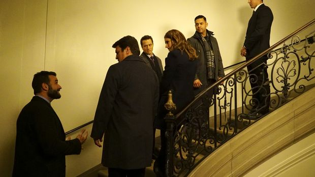 Das Team um Castle (Nathan Fillion, 2.vl.), Beckett (Stana Katic, 3.v.r), Rya...