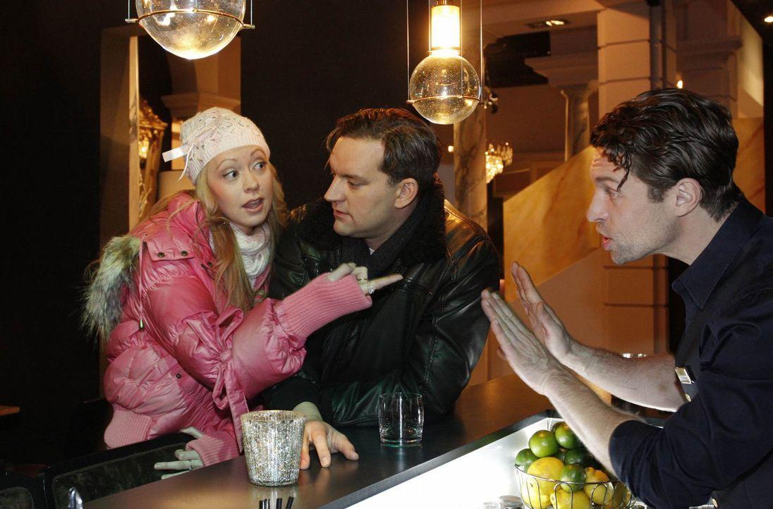 Angespannte Stimmung: Lindi (Mirjam Heimann, l.), Ralf (Christian Kahrmann, M.) und Toni (Ron Holzschuh, r.) ... - Bildquelle: SAT.1