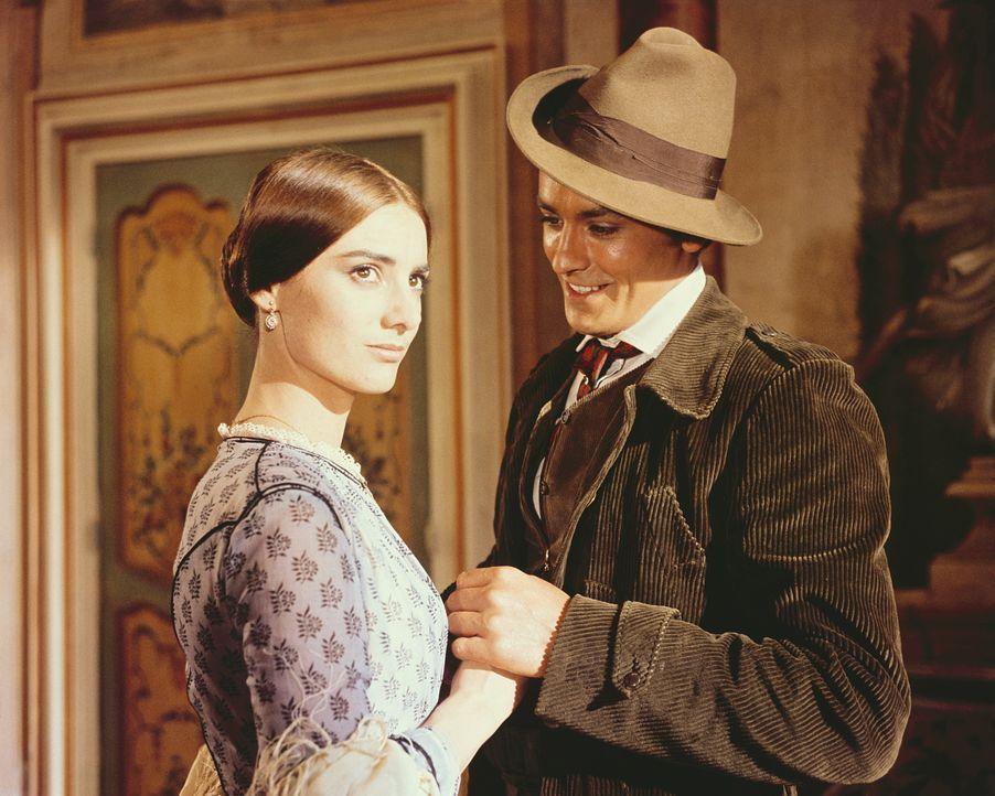 Auf einem Empfang verliebt sich der Neffe des Leoparden, Tancredi (Alain Delon, r.), in Angelica (Claudia Cardinale, l.), die Tochter des Bürgermeis...