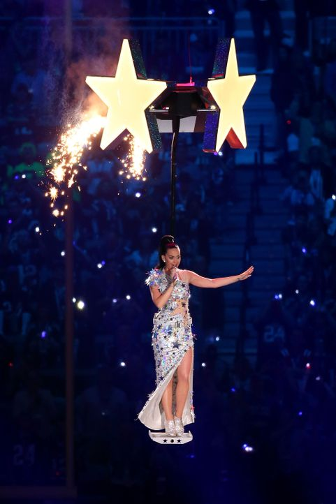 Katy bei ihrem letzten Song - Bildquelle: ANDY LYONS / GETTY IMAGES NORTH AMERICA / AFP