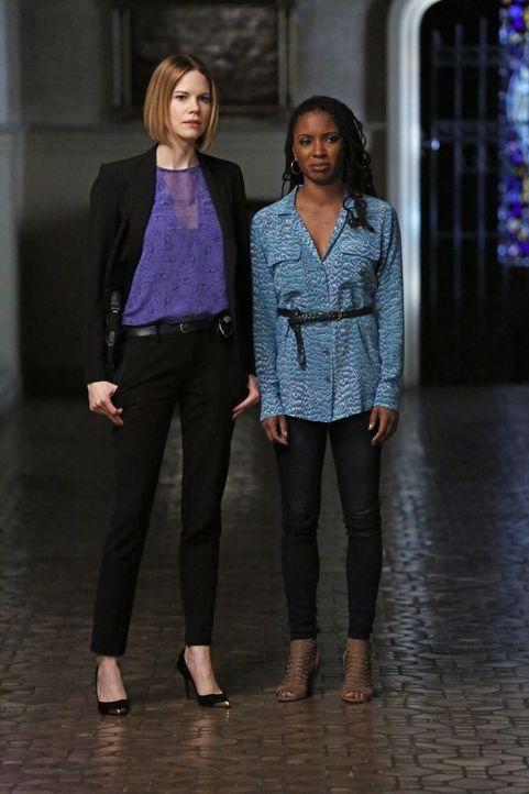 Ein neuer Fall beschäftigt das TAU-Team: Pam Taylor (Shanola Hampton, r.) wendet sich an Janice (Mariana Klaveno, l.), weil sie der Überzeugung ist,... - Bildquelle: Warner Bros. Entertainment, Inc.