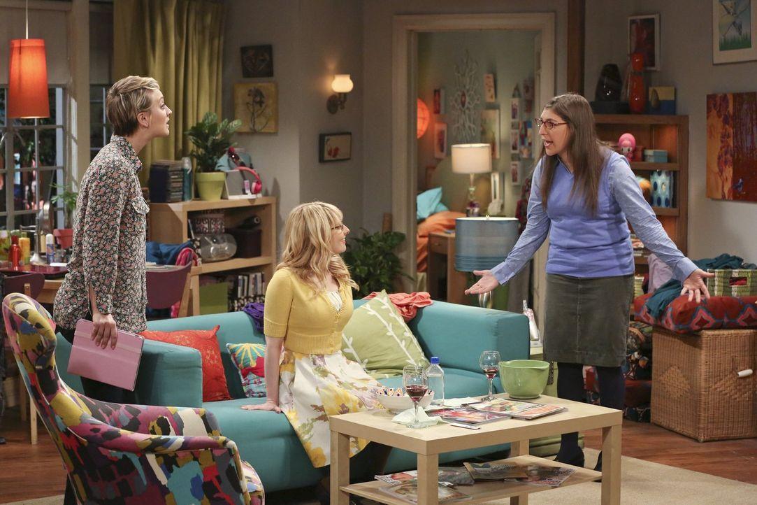 Bei einem gemeinsamen Abend kommen einige Peinlichkeiten von Penny (Kaley Cuoco, l.), Bernadette (Melissa Rauch, M.) und Amy (Mayim Bialik, r.) ans... - Bildquelle: Warner Bros. Television