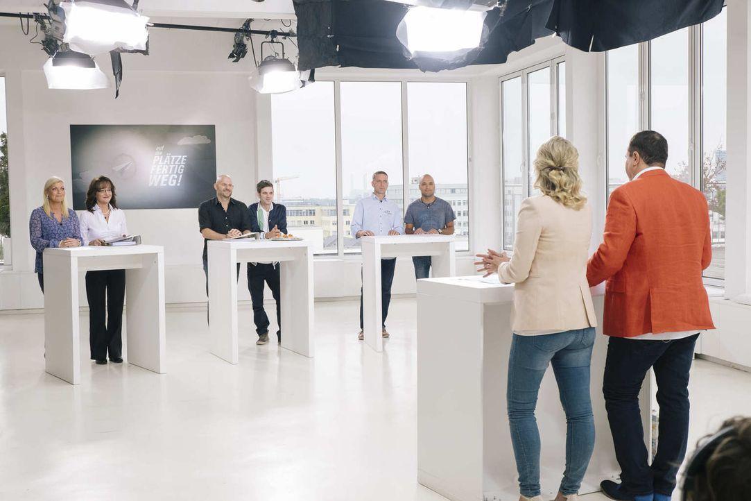 Welche ihrer Business-Ideen hat die besten Erfolgsaussichten? Jella (2.v.l.) und Iris (l.), Rico (r.) und Tobias (2.v.r.) und Manuel (3.v.r.) und Sv... - Bildquelle: Stefan Hobmaier kabel eins