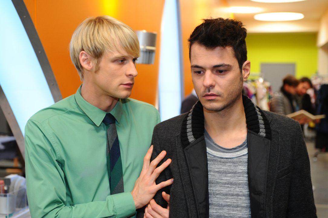 Was ist zwischen  Virgin (Chris Gebert, l.) und Maik (Sebastian König, r.) los? - Bildquelle: SAT.1