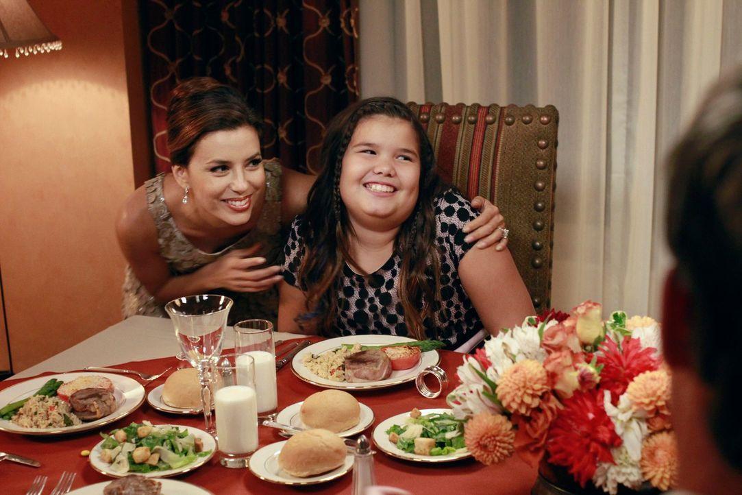 Gabrielle (Eva Longoria, l.) und Carlos wollen Bob und Lee in ihrem Testament als Paten für ihre beiden Töchter Juanita und Celia einsetzen. Doch vo... - Bildquelle: ABC Studios