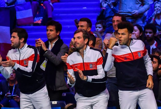 Jubel beim französischen Team über den Sieg im Doppel