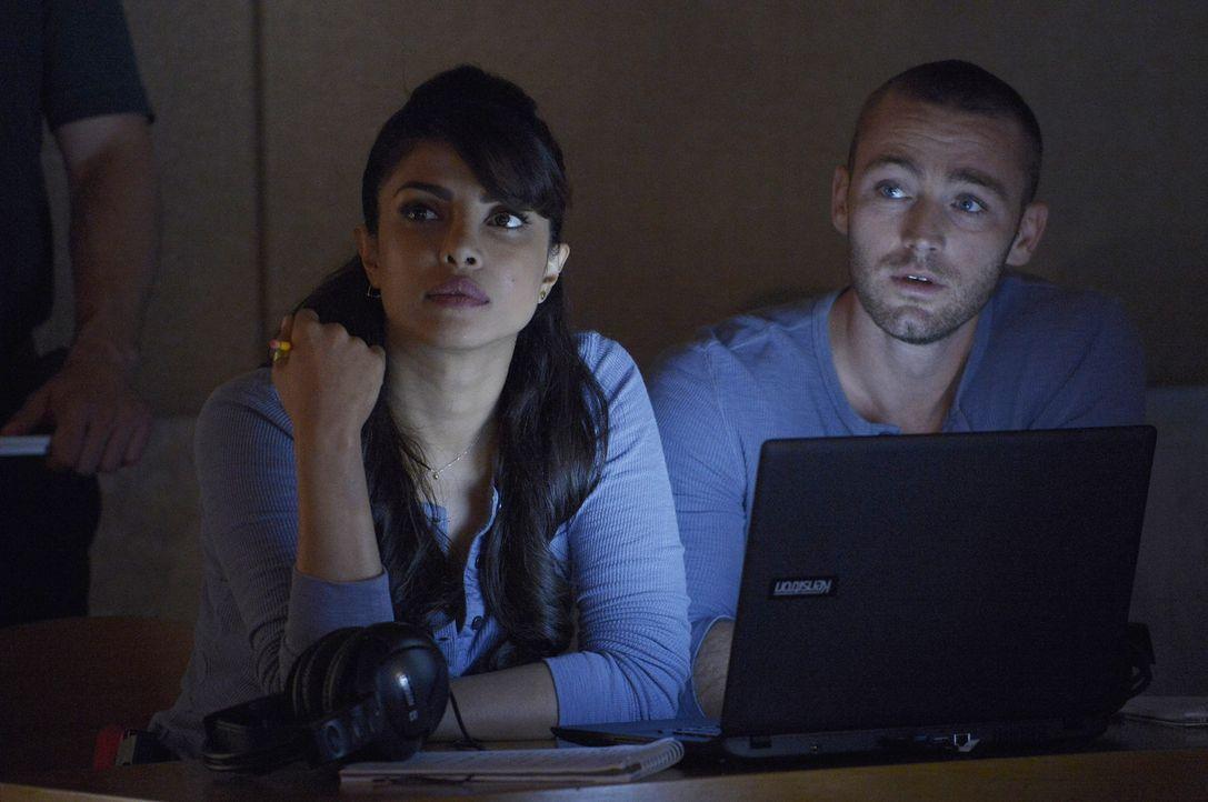 Müssen zusammenarbeiten, um eine Aufgabe von Miranda lösen zu können: Alex (Priyanka Chopra, l.) und Ryan (Jake McLaughlin, r.) ... - Bildquelle: Philippe Bosse 2015 ABC Studios