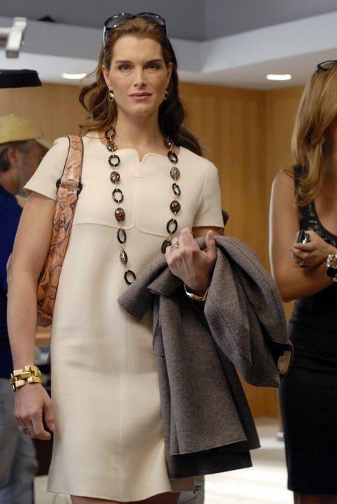 Wendy (Brooke Shields) wollte den Trip nach Schottland eigentlich absagen, doch zu Nicos Überraschung steht am Flughafen plötzlich ihre Freundin vor... - Bildquelle: 2004 NBC, Inc.