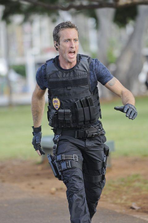 Ermittelt in einem neuen Fall: Steve (Alex O'Loughlin) ... - Bildquelle: TM &   CBS Studios Inc. All Rights Reserved.