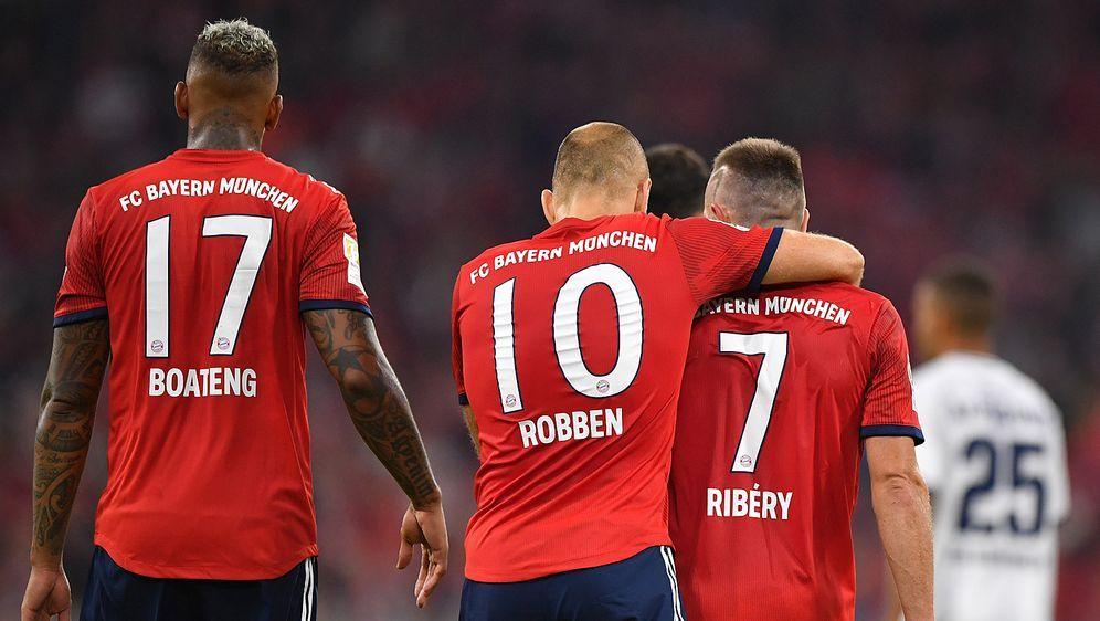 Der FC Bayern will gegen RB Leipzig am Mittwoch weiter Boden auf Herbstmeist... - Bildquelle: 2018 Getty Images