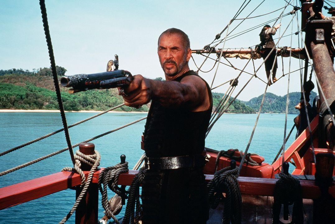 Der hinterhältige Piraten-Kapitän Dawg Brown (Frank Langella) stoppt vor gar nichts, um in den Besitz des Schatzes zu kommen. - Bildquelle: VCL Communications