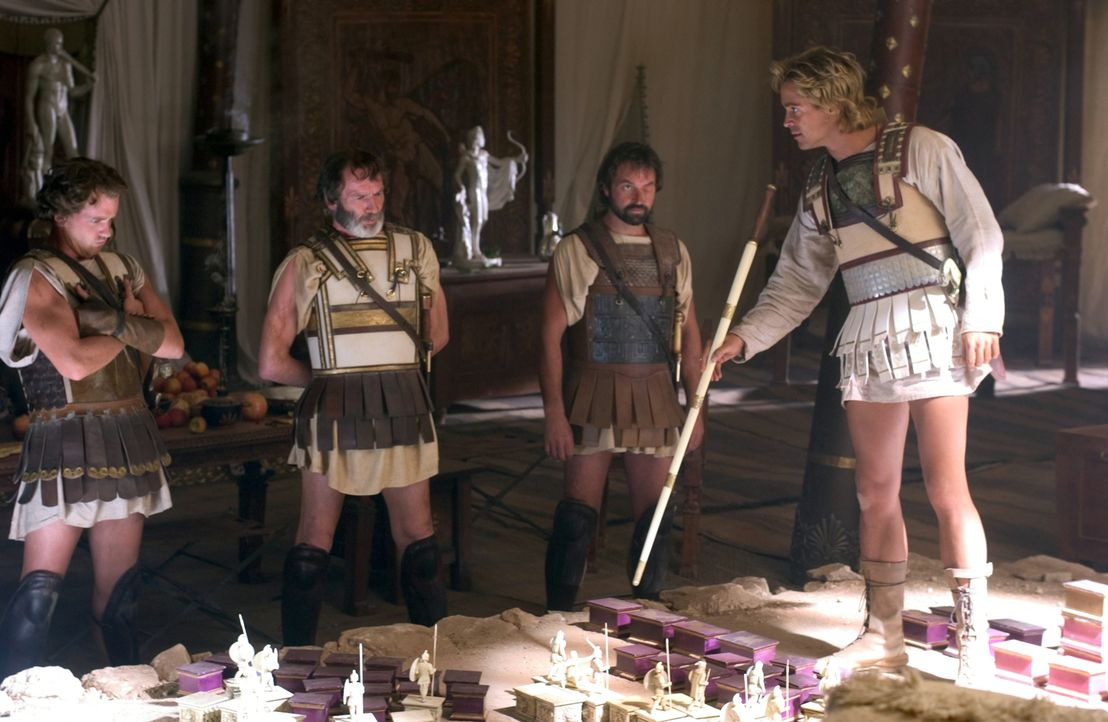 Alexander (Colin Farrell, r.) ist ein großartiger, militärischer Stratege .... - Bildquelle: Constantin Film