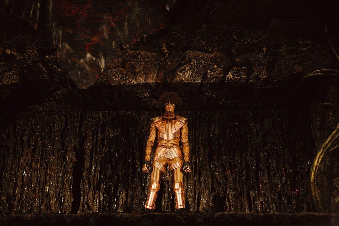 Darkside (Marvin Unger), der Anführer der Schattensucher, versucht Vanessa in seinen Bann zu ziehen, um sie auf die Seite der Vampire zu holen - wir... - Bildquelle: Buena Vista International