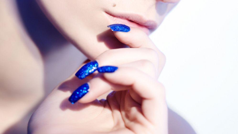 Nagellack-Trends 2013: Glitter, Spitze und Kroko-Look - Bildquelle: iStockphoto