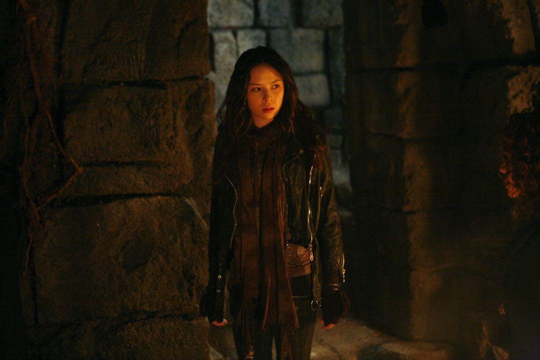 Anna (Malese Jow) hat es geschafft - ihre Mutter ist befreit. - Bildquelle: Warner Bros. Television
