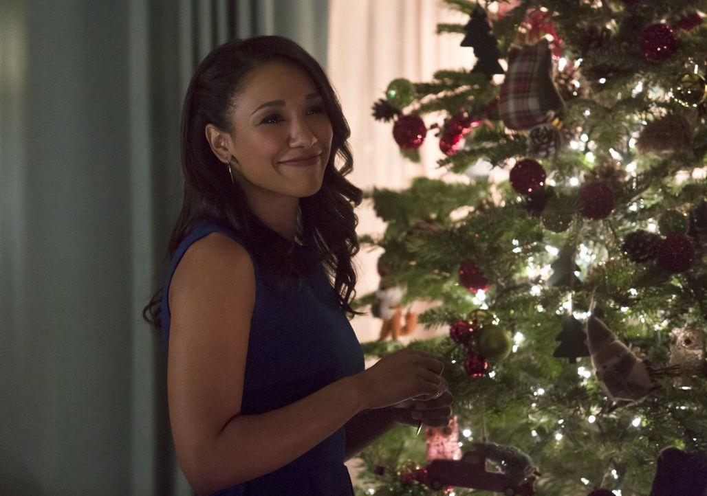 Zu Weihnachten trifft Iris (Candice Patton) eine Entscheidung, die ihre Familie erschüttern oder auch bereichern könnte ... - Bildquelle: 2015 Warner Brothers.