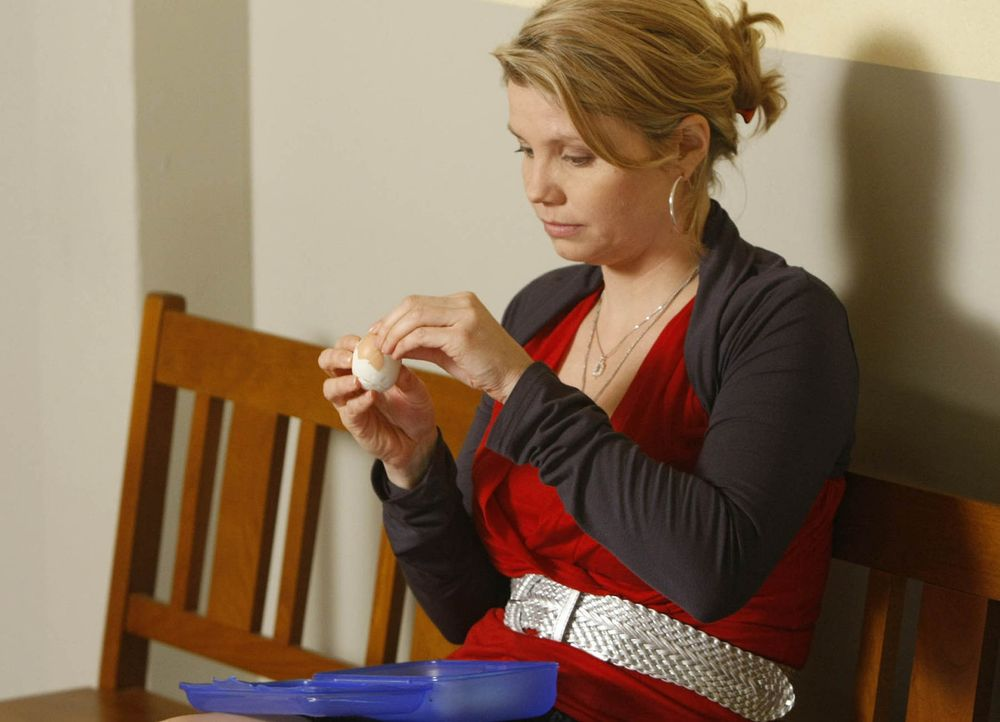 Danni (Annette Frier) muss sich vor Gericht mit ihrem Ehemann Andi herumschlagen, der ganz frech eine finanzielle Abfindung im Falle der Scheidung f... - Bildquelle: SAT.1