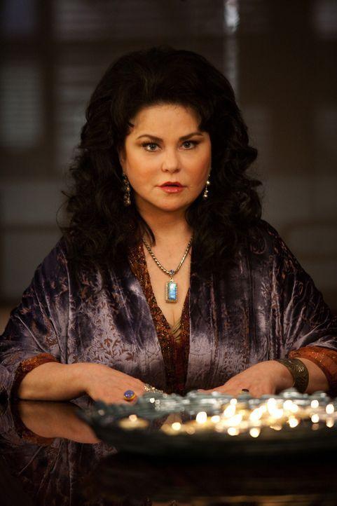 Will gegen ihre Schwester klagen: die übersinnlich begabte Tessa (Delta Burke) ... - Bildquelle: 2009 Sony Pictures Television Inc. All Rights Reserved.