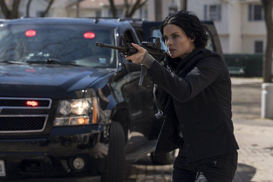 Bei ihr ist jeder Schuss ein Treffer: Jane (Jaimie Alexander) ... - Bildquelle: 2016 Warner Brothers