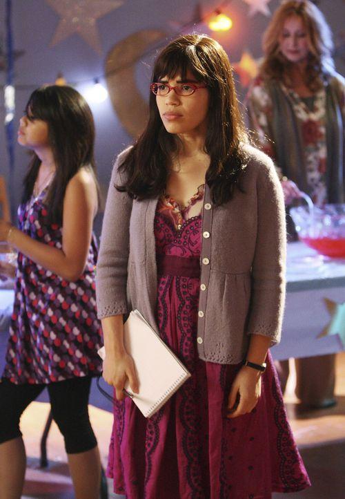Betty (America Ferrera) muss bei Justins Schulball die Aufsicht übernehmen -  und trifft dort auf Gio ... - Bildquelle: Buena Vista International Television
