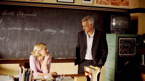 Bahnt sich zwischen Carol (Julie Bowen, l.) und Schuldirektor Dennis Martino...