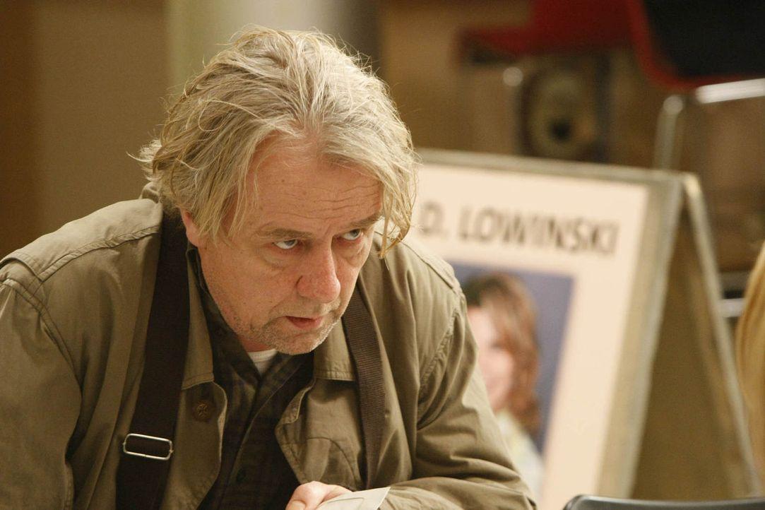 Der etwas nörglige Vater mit dem Herz am rechten Fleck: Kurt Lowinski (Axel Siefer) ... - Bildquelle: Frank Dicks SAT.1